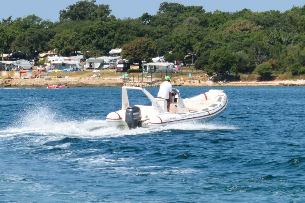 Aquarius rent a boat Porec Maestral 650 sea